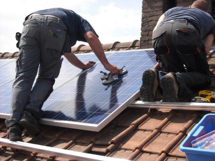 panneau solaire sur une maison neuve
